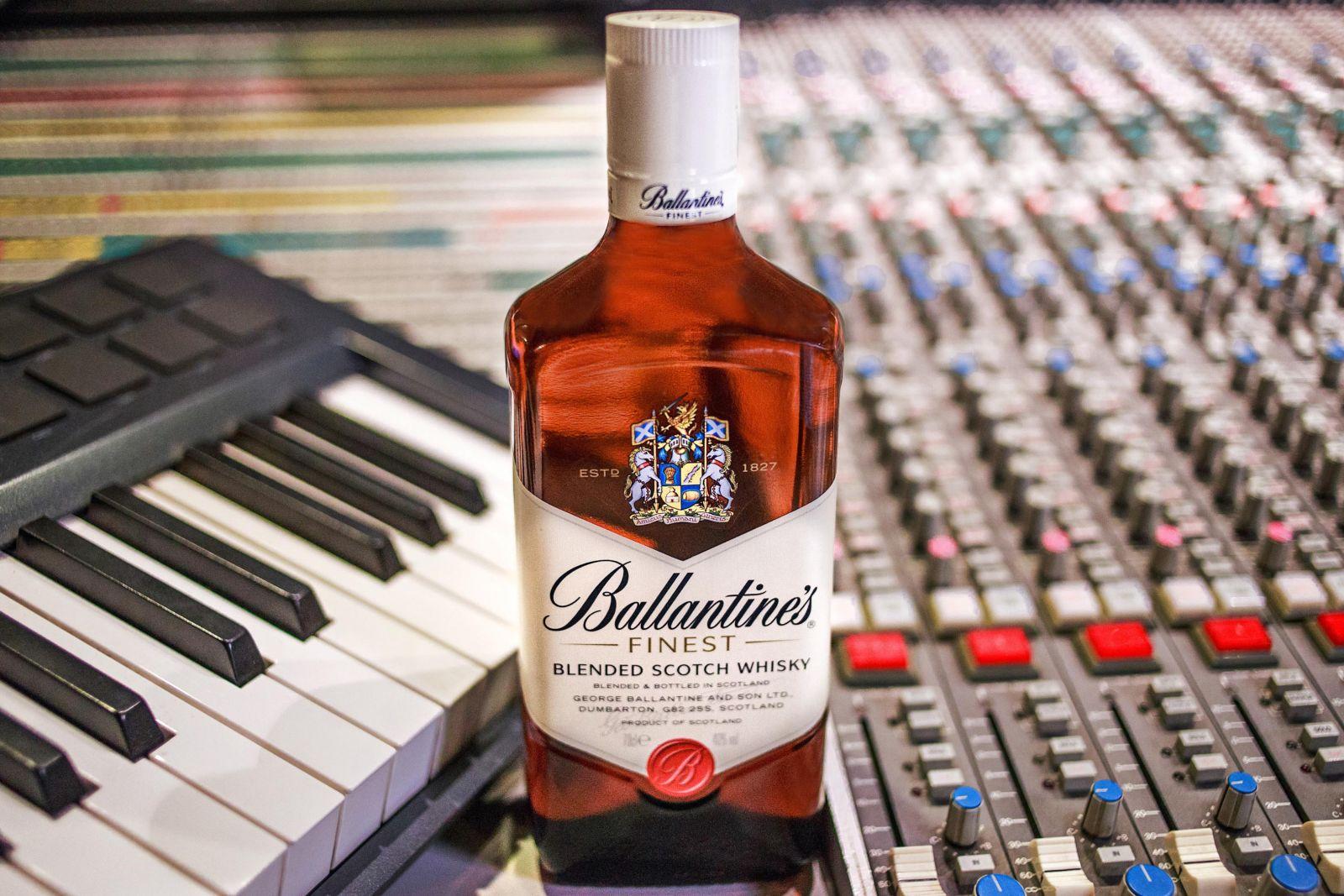 Не знаете где можно приобрести бутылку виски Баллантайнс дешево?